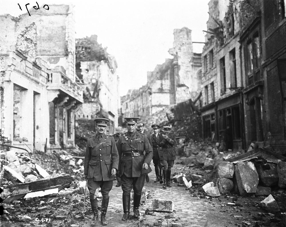 The second image depicting the same officers on Rue Méaulens: note the distinct glasses on the officer in the background