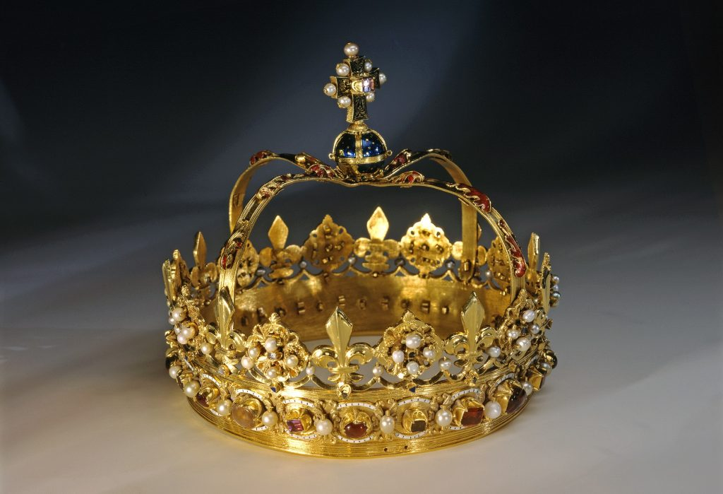 The crown without a bonnet