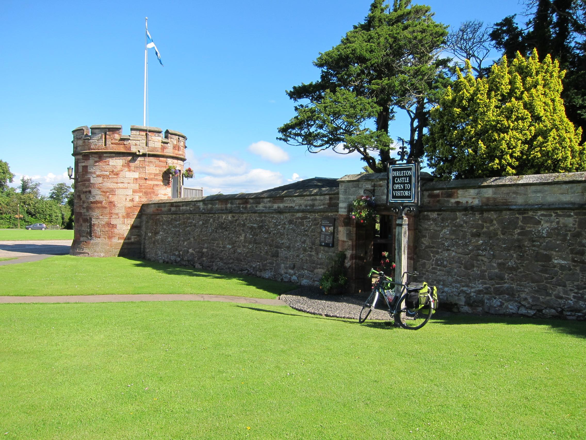 Obligatory Dirleton Castle entrance and bike shot.