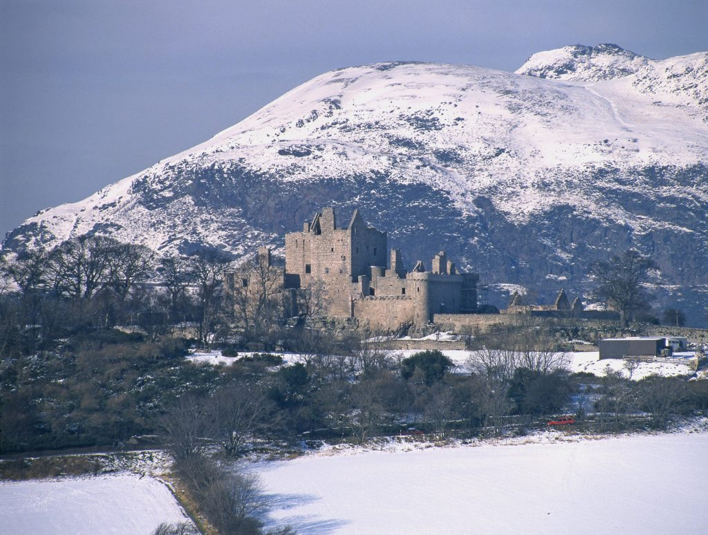craigmillar castle in winter