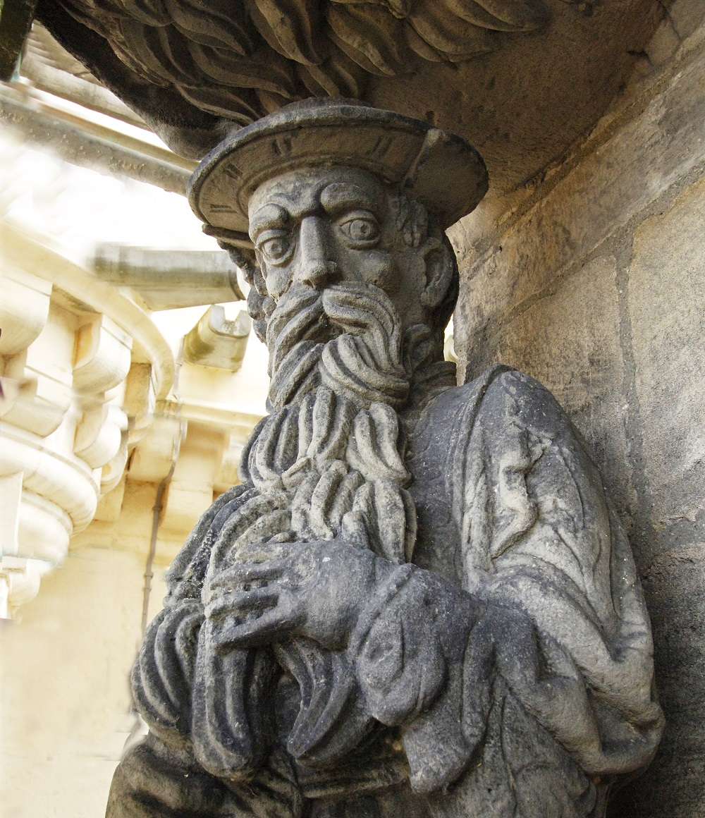 Carved statue of James V on the exterior of the Palace at Stirling Castle.