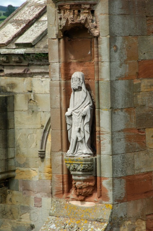 A photograph of a statue in a wall niche