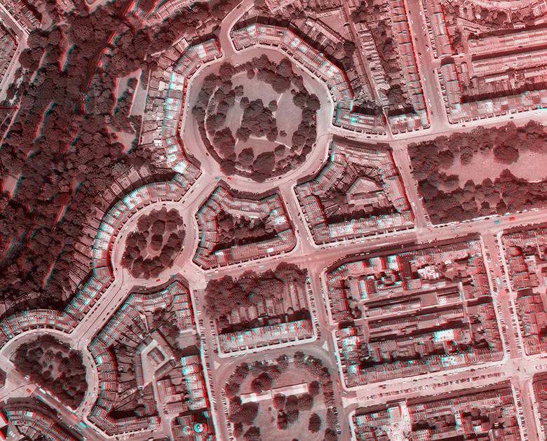 aerial view of Edinburgh's New TOwn taken in 1961. The image is made up of layers in red and green, showing the stereograph technique