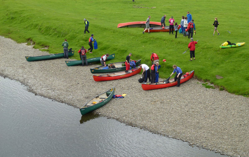 Image of a group of researchers undertaking a canoe trip down the river Clyde