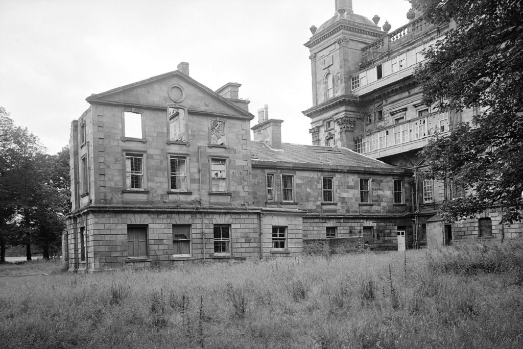 historic image showing now demolished east wing of a mansion house