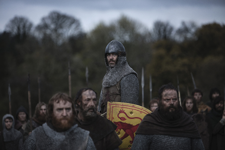 A still from Outlaw King showing Robert the Bruce prepared for battle