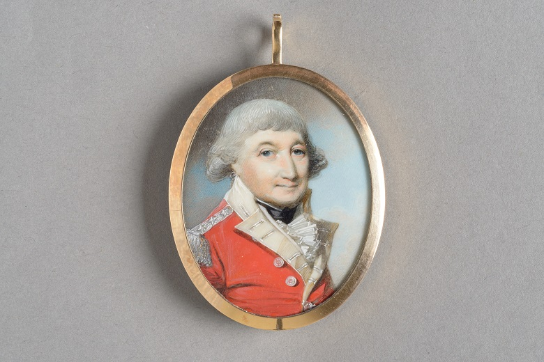 A locket featuring the portrait of Sir William Erskine
