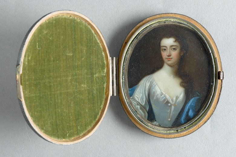 A locket featuring the portrait of Henrietta Baillie