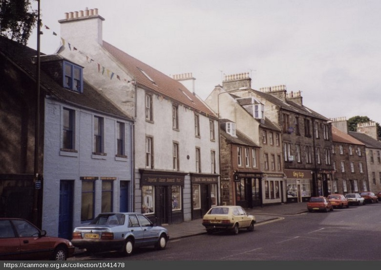 Slightly faded photo of Linlithgow High Street from the early 90s