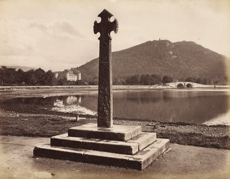 A black and white archive image of the mercat cross
