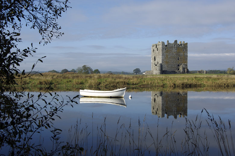 A boat on the river in front of Threave Castle
