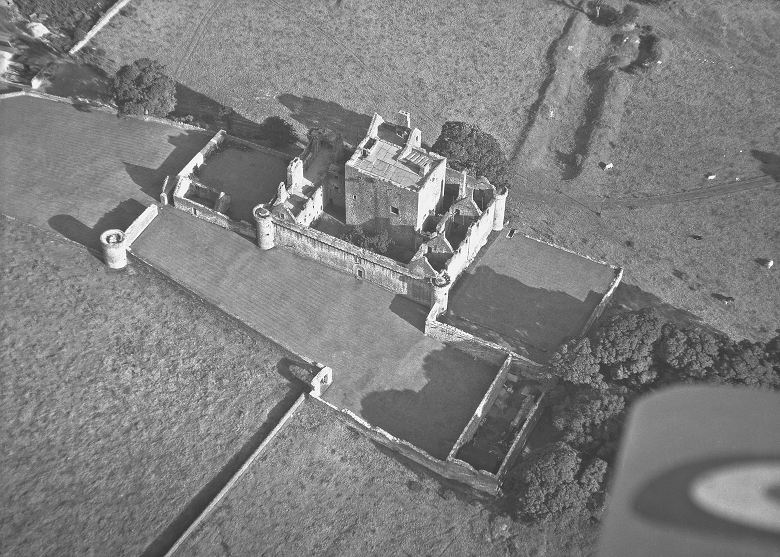Black and white aerial photo of Craigmillar Castle and surrounding fields