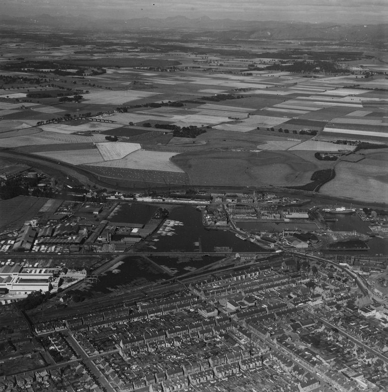 Archive aerial photo showing houses in Grangemouth and farmland beyond