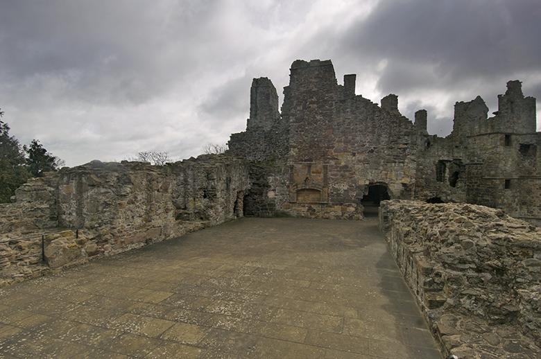 A view of ruins. This was clearly a large room in the past. It is perhaps as much as 40 or 50m long and 10m wide. The walls now stand 5 or 6 feet high.