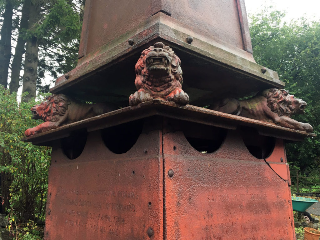 A close up of lions on the iron-cast monument
