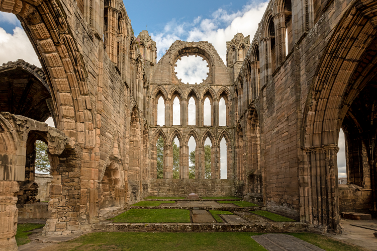 the ruins of Elgin Cathedral are perfect for a post pandemic micro wedding